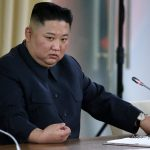 """گزارش شده است که کیم جونگ-اون """"خشم بیش از حد"""" را از تأثیر اقتصادی بیماری همه گیر ویروس کرونا نشان می دهد و دستور اعدام دو نفر را صادر می کند"""